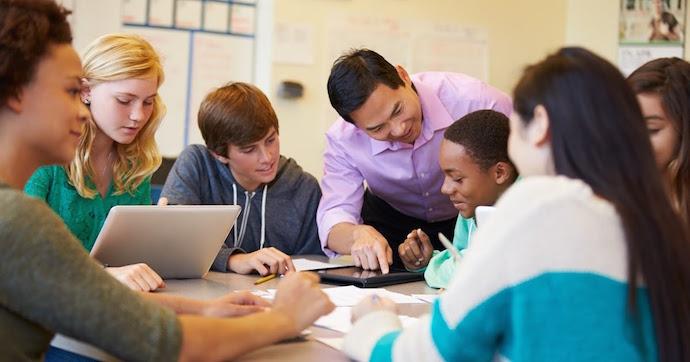 ednext-blog-dec16-horn-teacher-tech