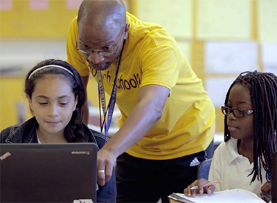 Teacher Pete Knight works with students at Madison Park Academy (Photo / The Learning Accelerator / Courtesy Rogers Family Foundation)
